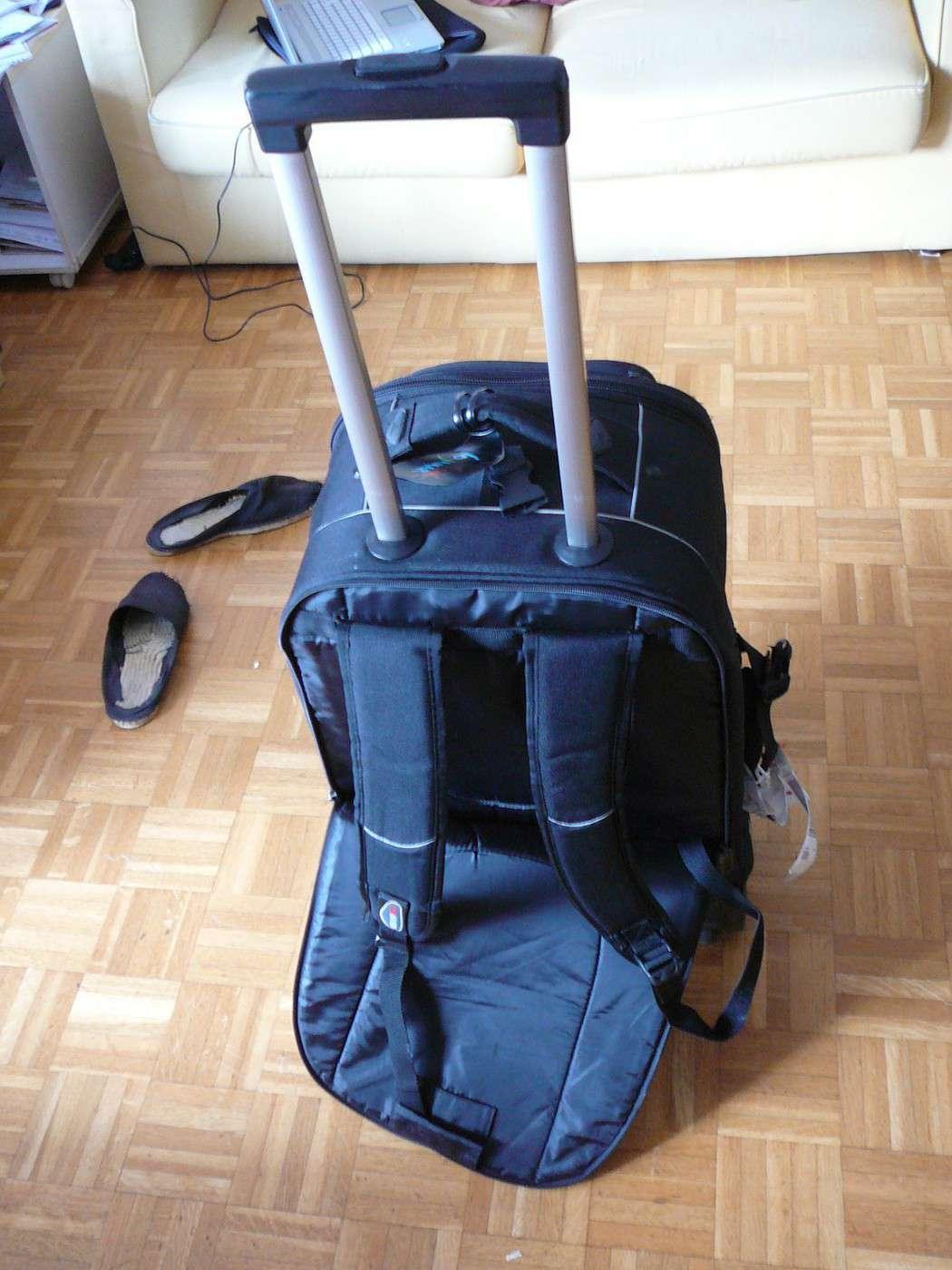 trouver une valise convertible en sac dos avec roulettes en france. Black Bedroom Furniture Sets. Home Design Ideas