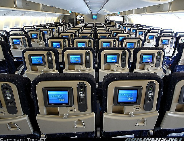 Si ges dans un avion boeing 777 300 d 39 air france en classe for Interieur boeing 777