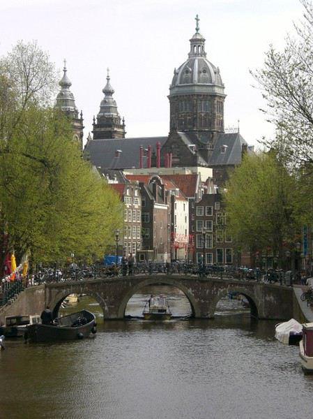 restaurant datant de l'Amsterdam sombre