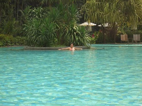 H tel avec grande piscine bangkok forum tha lande for Piscine a debordement thailande